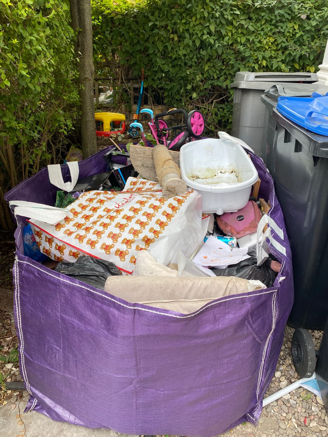 Beebag collection £85 vat no collection and removal london lovejunk